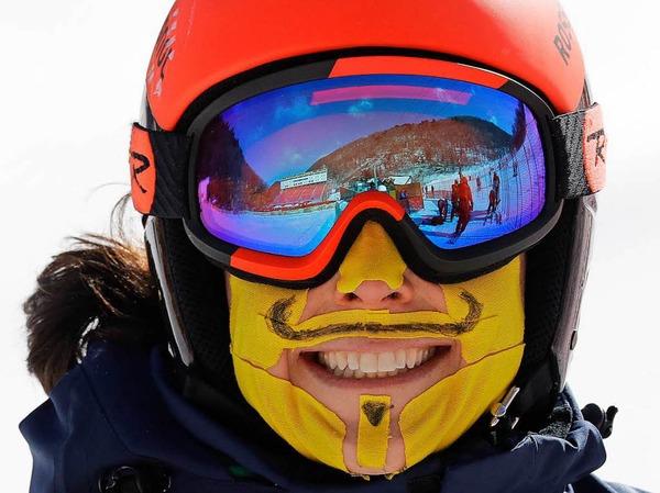 Ski Alpinistin Federica Brignone aus Italien hat sich ihr Gesicht bei der Besichtigung der Riesenslaom-Strecke zum Schutz vor der Kälte mit Pflastern beklebt.