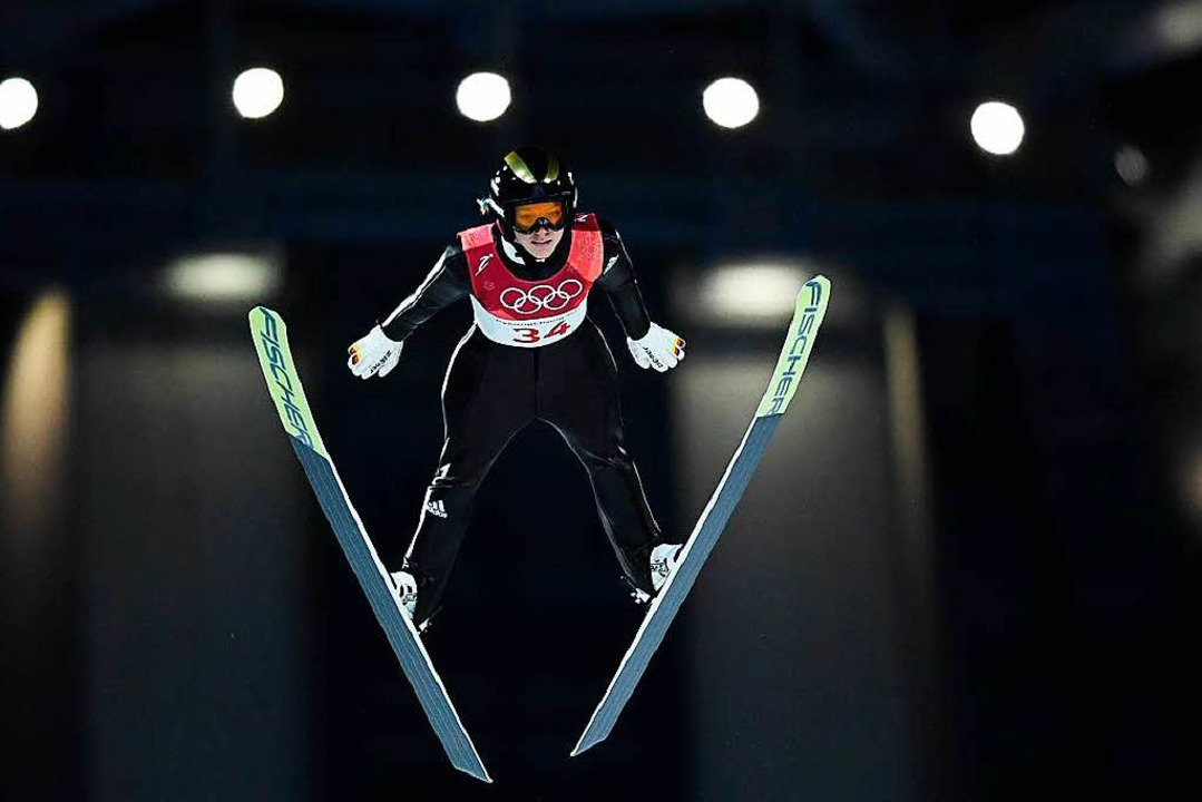Katharina Althaus springt zu Silber.  | Foto: AFP