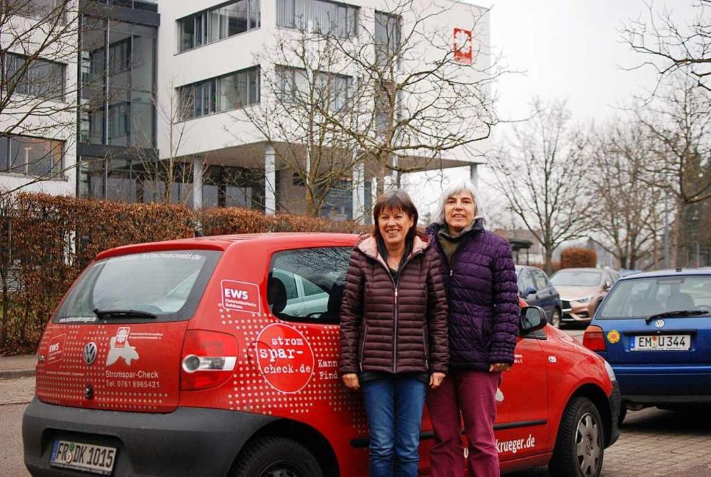Cornelia Pranzas (links) und Elke Brun...h fürs Energiesparen im Landkreis ein.  | Foto: Louis Groß