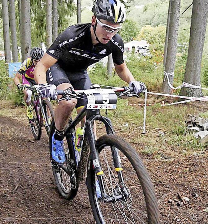 Ein Mann mit Biss ist der Langenordnacher Mountainbike-Profi Simon Stiebjahn.   | Foto: bachmann