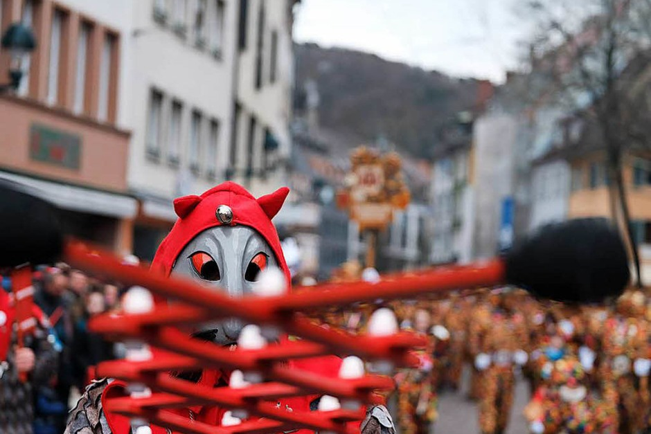 Trotz der frostigen Temperaturen kamen zehntausende Besucher zum Umzug durch die Freiburger Innenstadt. (Foto: Miroslav Dakov)