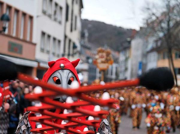 Trotz der frostigen Temperaturen kamen zehntausende Besucher zum Umzug durch die Freiburger Innenstadt.