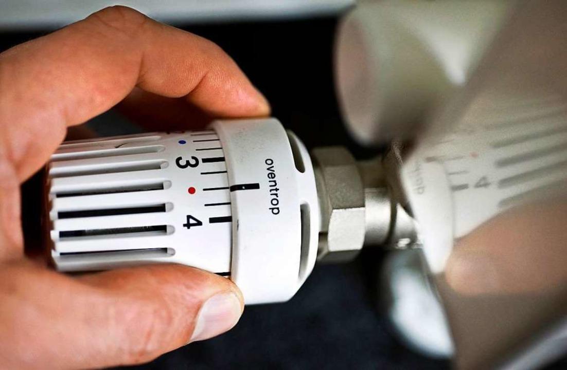 Auch beim Heizen kann man einige Energiespar-Tricks berücksichtigen.  | Foto: Jens Schierenbeck/dpa/tmn