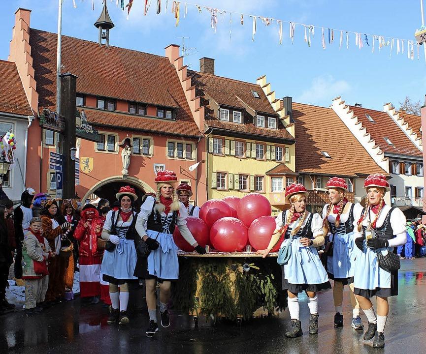 Die ehemaligen 20er, die als Schwarzwaldmarie die Szene bereichern.  | Foto: Christa Maier