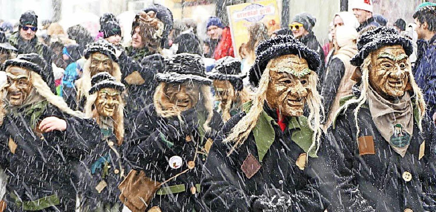 Niemand hat  Angst vor finsteren Gestalten (oben); Moosknodle aus Hinterzarten.    Foto: Peter Stellmach