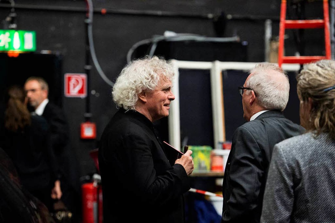 Simon Rattle backstage, rechts neben ihm Intendant Andreas Mölich-Zebhauser.  | Foto: Monika Rittershaus/Festspielhaus Baden-Baden