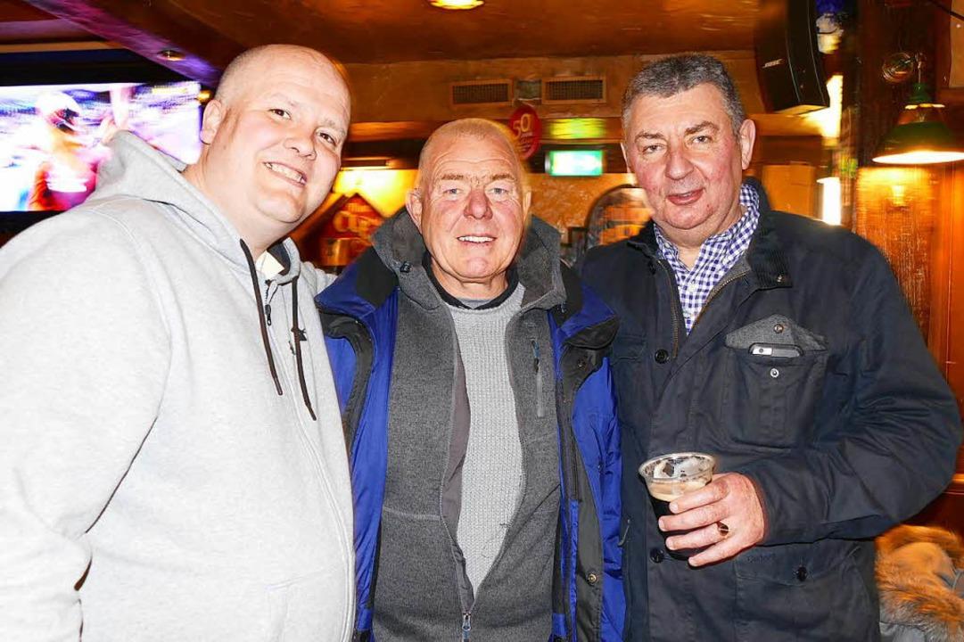 Dale, Steve und Patrick sind langjähri...wo Engländer am liebsten sind: im Pub.  | Foto: Jannik Jürgens