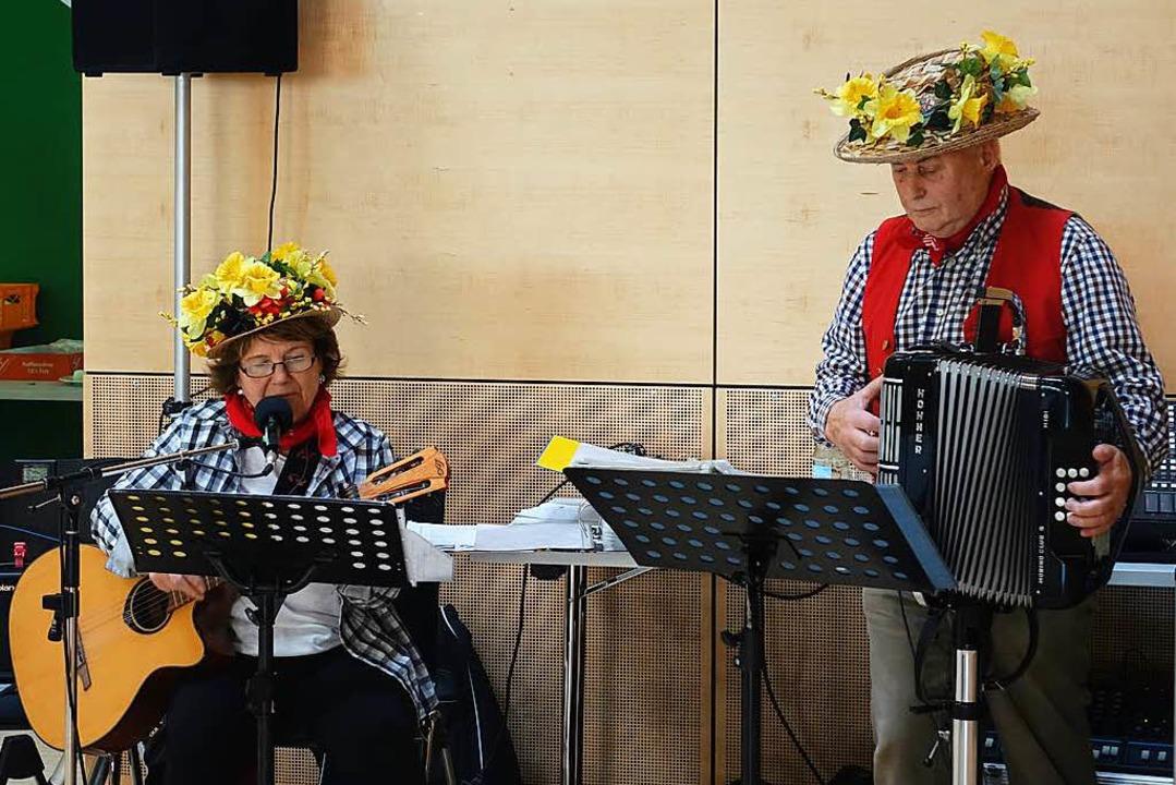 Christa und Edi Eckert sorgen für Unterhaltung.  | Foto: Katrin Dorfs