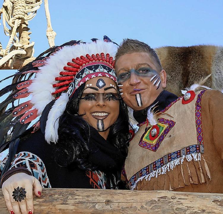 Sie dürfen auf keinem Umzug fehlen, au...hausen nicht: Indianer und Indianerin.  | Foto: Sandra Decoux-Kone