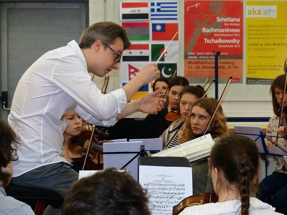 Engagiert und konzentriert bei der Sac...demischen Orchester der Uni Freiburg.   | Foto: Rudiger