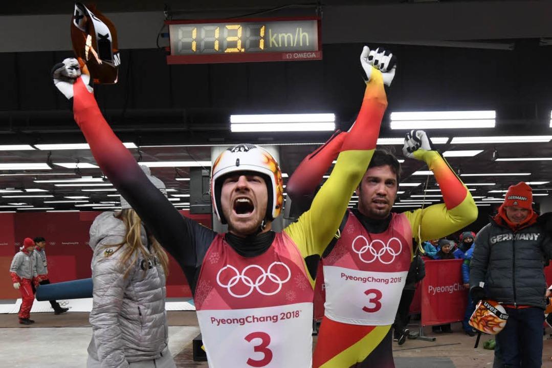 Riesen Freude bei Tobias Wendl (links) und Tobias Arlt  | Foto: AFP