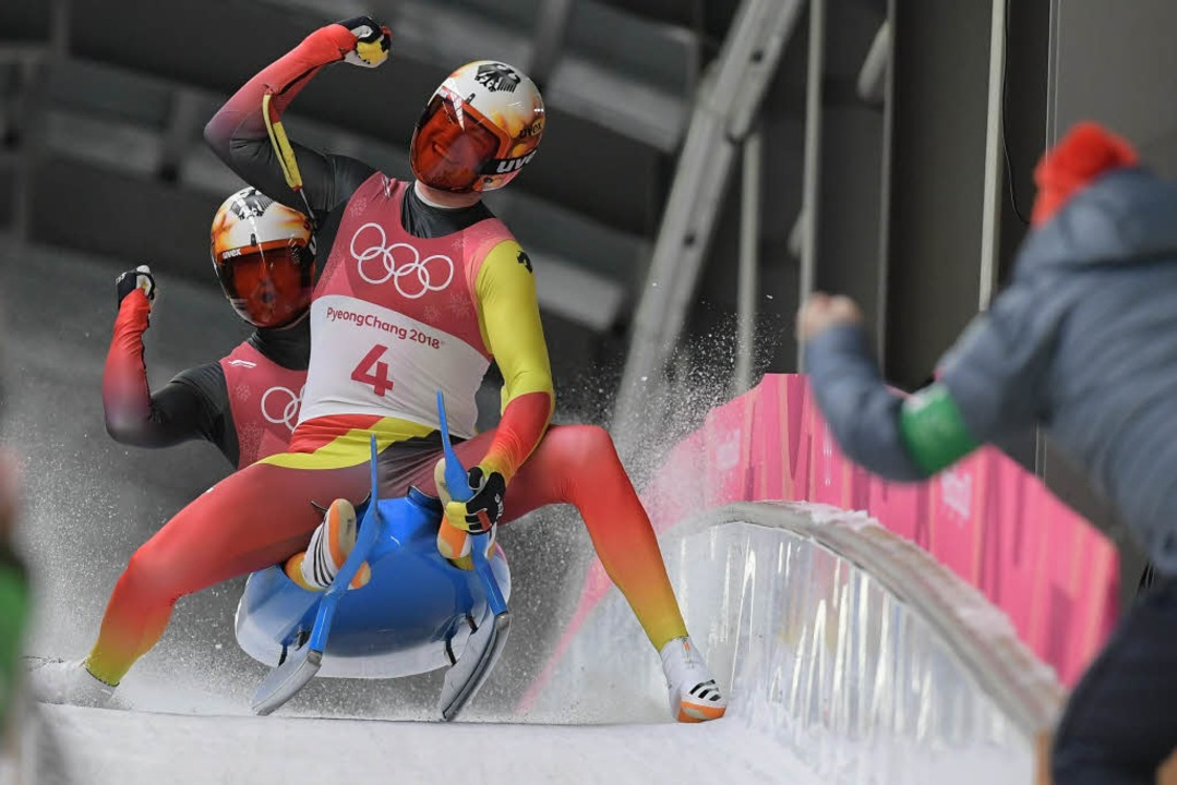 Toni Eggert und Sascha Benecken jubeln über Bronze  | Foto: AFP