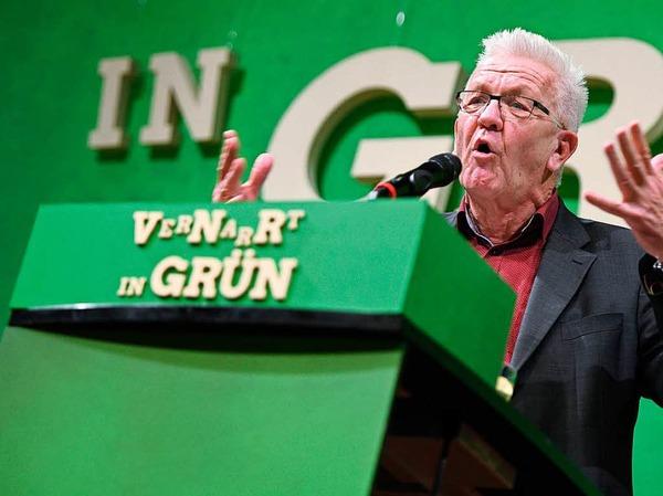 """Baden-Württembergs Ministerpräsident Winfried Kretschmann (Grüne) ist nach eigenen Angaben gespannt auf die geplante Erweiterung des künftigen Bundesinnenministeriums um den Bereich Heimat. Man frage sich jedoch: """"Was macht das?"""", sagte er beim politischen Aschermittwoch der baden-württembergischen Grünen in Biberach."""