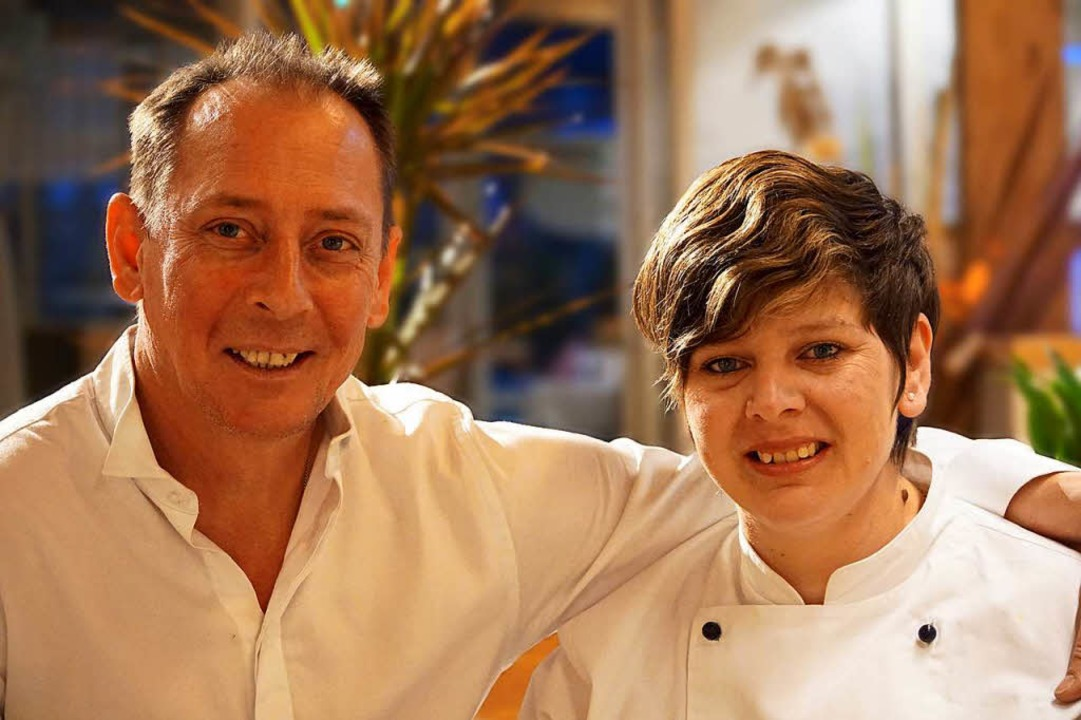 Theodor Raul und Irina Maria Mariani B...arin seit einer Woche ein  Restaurant.  | Foto: Florian Schlosser