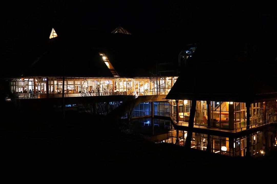 Es brennt wieder Licht im ehemaligen Kurhaus-Café.  | Foto: Florian schlosser