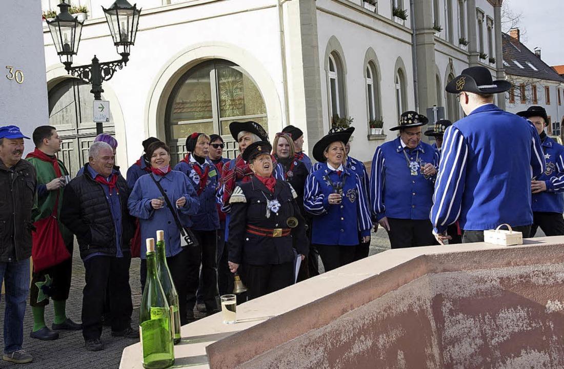 Die Schlawiner sind los: Schon am Mitt...amen prompt zu spät zur Proklamation.     Foto: Volker münch