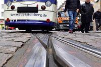 Autofahrer übersieht Tram am Holzmarkt – 6000 Euro Sachschaden
