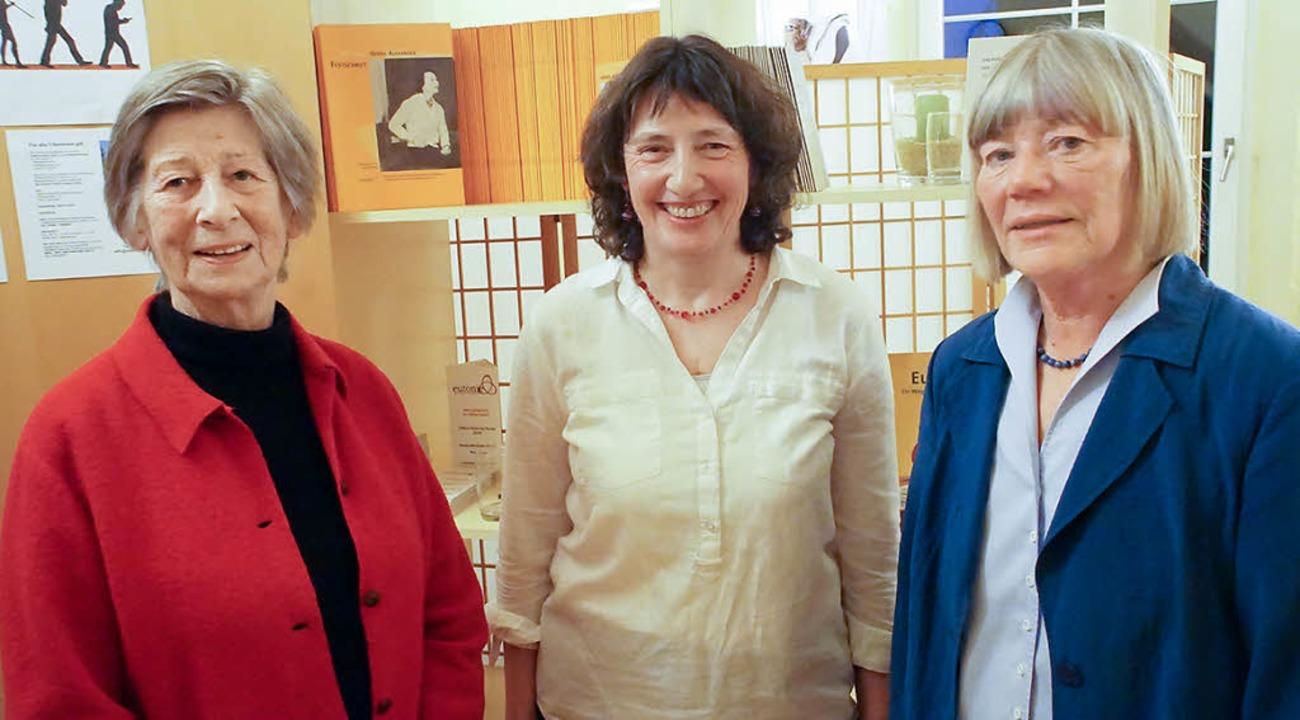 Eröffnung der Gerda-Alexander-Schule f...im Team mit Gerda Büker (rechts) aus.   | Foto: Ilona Hüge