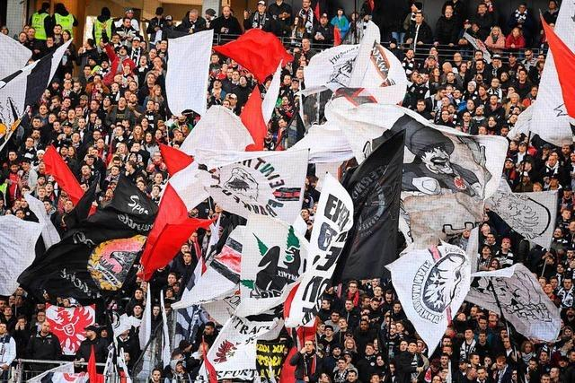 Frankfurt gegen Leipzig: Fans protestieren gegen Montagsspiele