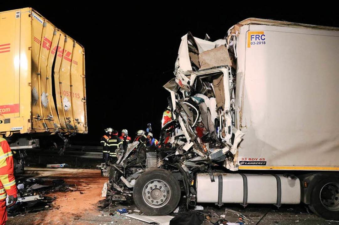 Auf der A3  starb am Mittwoch ein Mens...kamen schwer verletzt ins Krankenhaus.  | Foto: dpa