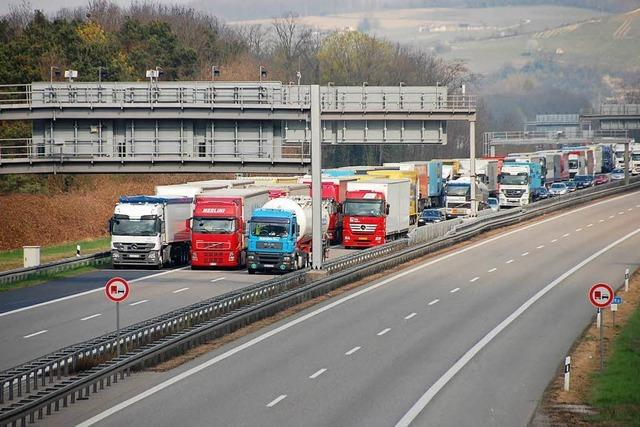 Unkonventionelle Wege in Weil am Rhein gegen den Lkw-Stau