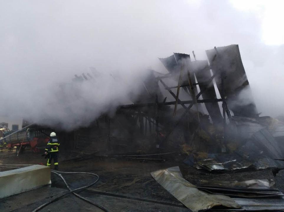 In Hüsingen ist in der Nacht zum Sonntag ein Stall in Brand geraten.  | Foto: Privat