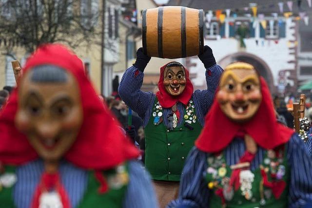 Großer Narrenumzug anlässlich der Burefasnet in Sulzburg