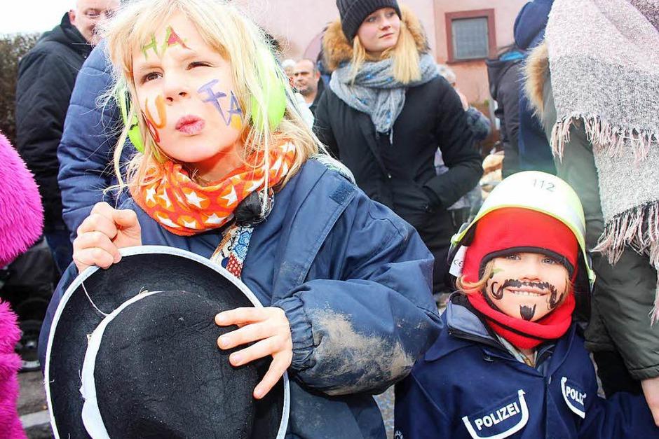 Der Buurefasnachtsumzug in Hasel zog Tausende Narren und Besucher ins Höhlendorf. (Foto: Anja Bertsch)