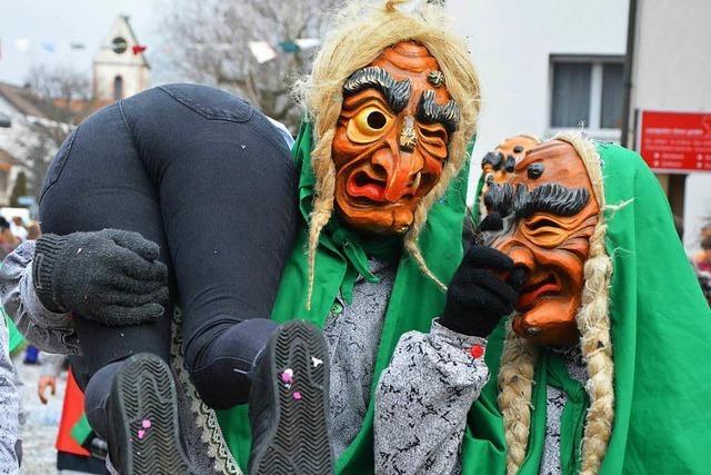 Der Buurefasnachtsumzug in Lörrach-Hauingen
