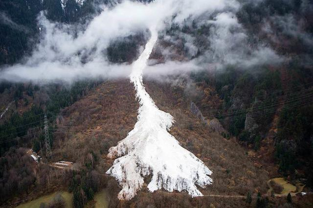 Lawine in Schweizer Alpen verschüttet zwei Menschen