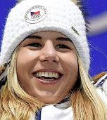 Eine Boarderin düpiert die besten Skifahrerinnen