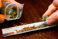 Dealer verkauft Marihuana an Jugendliche und wird erwischt