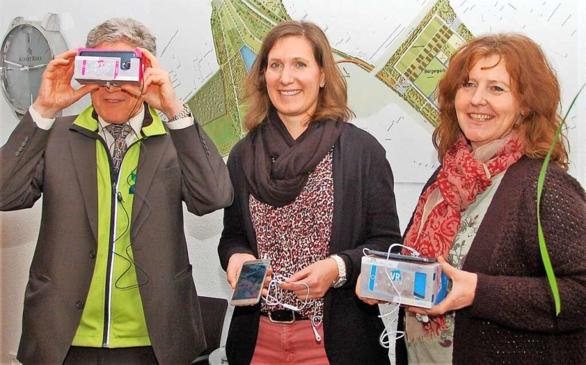 360-Grad-Blick mit VR-Brille: Oberbürg...Monika Himmelspach vom Stadtmarketing.  | Foto: Wolfgang Beck