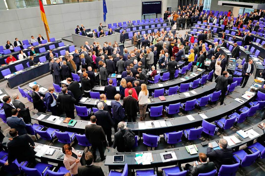 """Nebeneinkünfte sind umstritten, aber r... Bundestages"""" angenommen werden.    Foto: Wolfgang Kumm"""