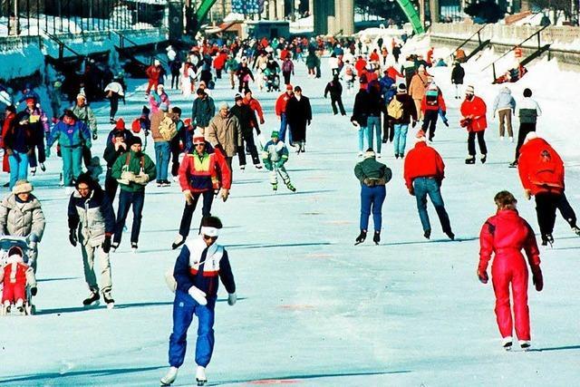 Eislaufen auf der weltgrößten natürlichen Schlittschuhbahn