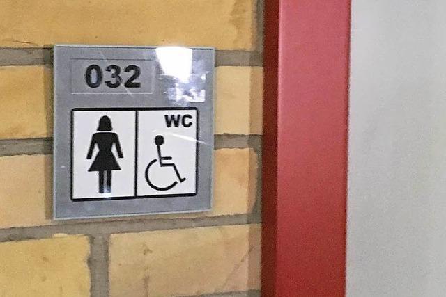 Mann attackiert Studentin auf einer Damentoilette an der Uni