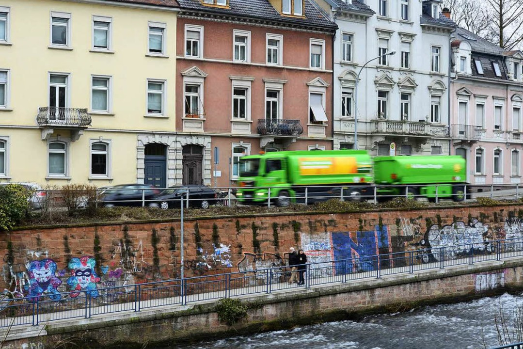 Der Lkw-Verkehr ist den Anwohnern der Dreisamstraße ein Dorn im Auge.  | Foto: Ingo Schneider