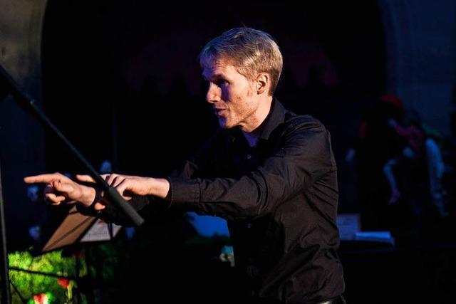 Moritz Herzog leitet den Deutsch-Französischen Chor Freiburg