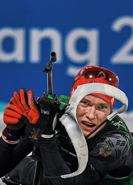 Benedikt Doll am Schießstand    Foto: AFP
