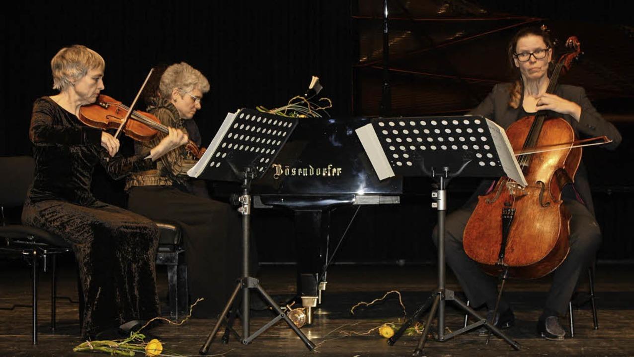 Stücke von Haydn, Schubert und Schönbe...ntierte das Trio Vivente überzeugend.   | Foto: Hildegarg Karig