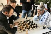 Schachspieler des SC Emmendingen werden im letzten Duell noch abgefangen