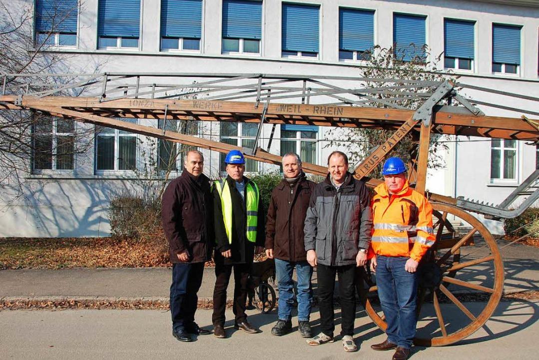 Dirk Uhrhan, Shaun Barker (von links) ...inks) vom Feuerwehr-Traditionsverein.   | Foto: Frey