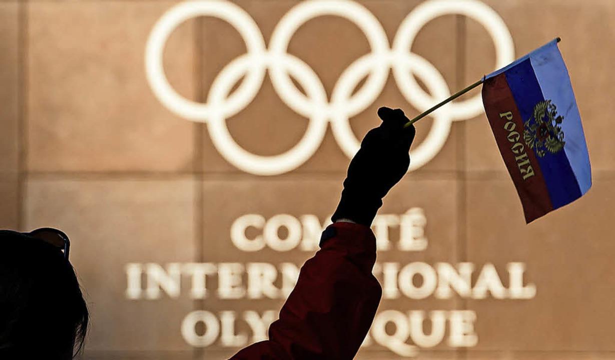 Die russische Flagge darf bei Olympia wieder gezeigt werden.  | Foto: dpa
