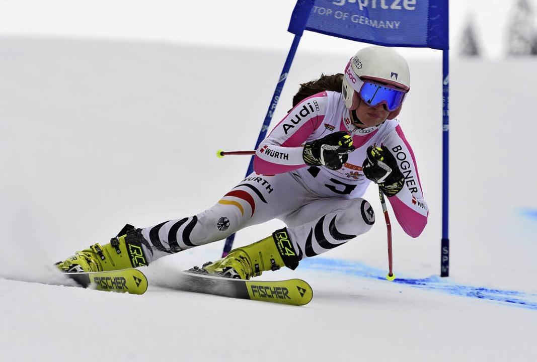 Leah Bühler raste im Super-G auf der l...arpiste in Garmisch zum Schülertitel.     Foto: Paul-Foto