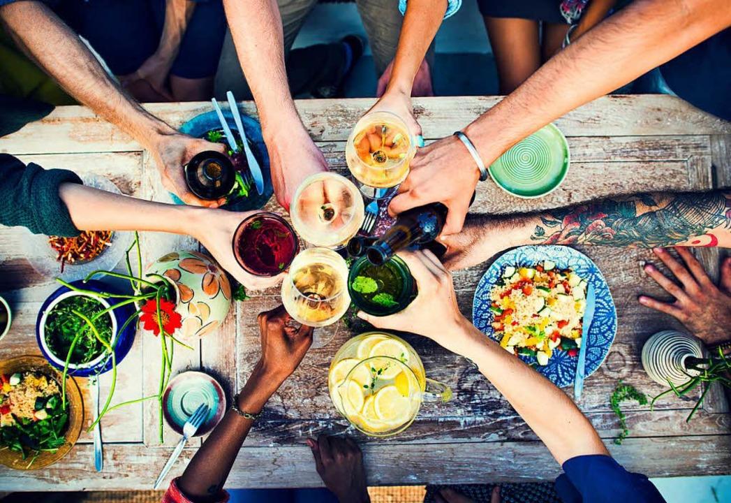 Was kann  Menschen  unterschiedlicher ...eine gemeinsame Mahlzeit? (Symbolbild)  | Foto: Rawpixel.com/Adobe.com