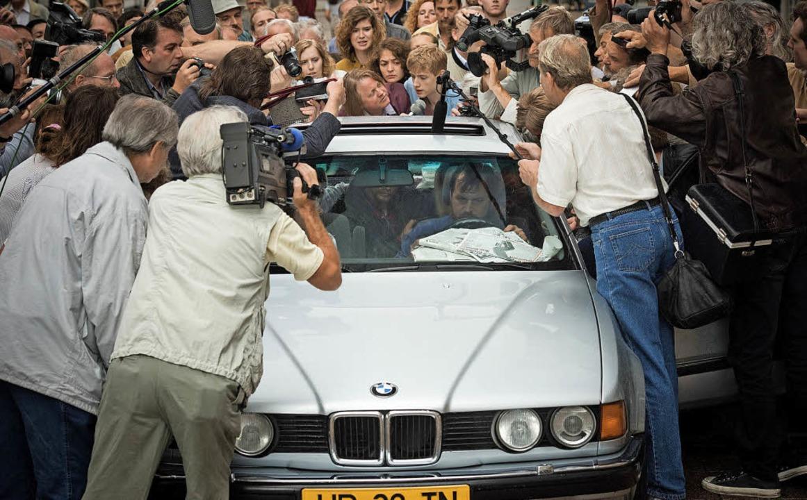 Verbrecher, Geiseln,  Zuschauer und  M...  war die Gemengelage im August 1988.   | Foto: ARD Degeto/Ziegler Film/Menke
