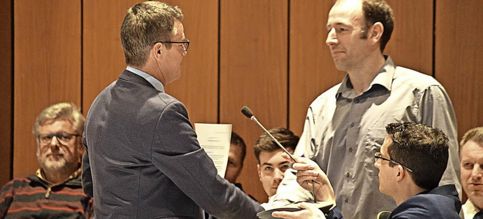 Neuer Gemeinderat: Frank Nopper (rechts, mit Volker Kieber)   | Foto: Schoch