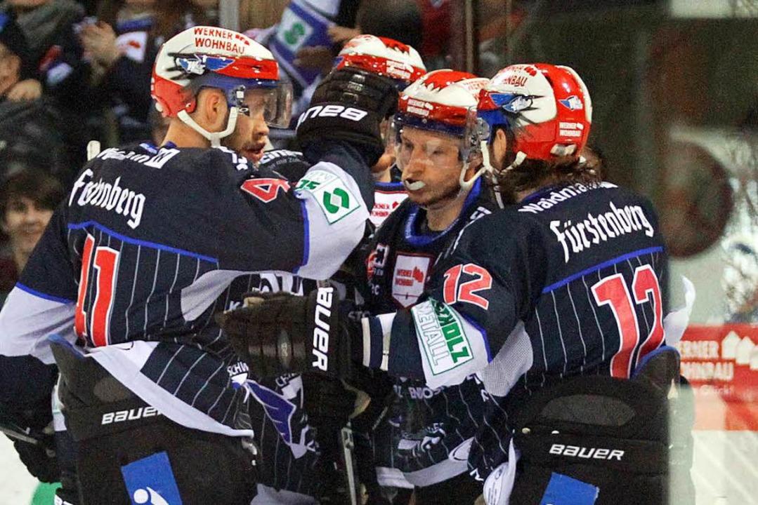 Hoffen auf den nächsten großen Coup: Die Schwenninger Wild Wings.  | Foto: Dieter Reinhardt