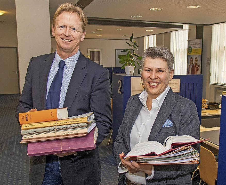 Finanzamtsleiterin Solveig Elze und ih...g auf das elektronische System Elster.  | Foto: Peter Rosa