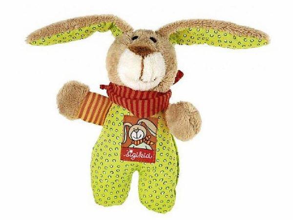 Mein Kuscheltier heißt Wombel Bombel und ist ein Hase. Er  besteht aus Stoff und Watte.  Seine Kleidung ist grün, braun, orange.  An dem Tag meiner Geburt bekam ich ihn von meiner Tante geschenkt. Als ich noch klein war habe ich immer mit ihm geredet und gespielt.  Ich konnte abends nicht ohne ihn einschlafen und habe immer geweint, wenn er nicht bei mir war. (Kevin, 9 Jahre)